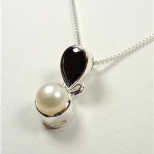 Jewelry - STERLING SILVER JET BLACK STONE AND PEARL NECKLACE